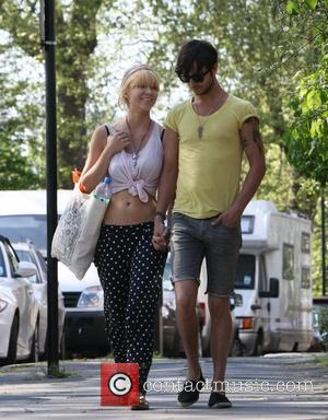Ekaterina Ivanova with her new love interest take a romantic stroll through Primrose Hill London, England - 22.04.11