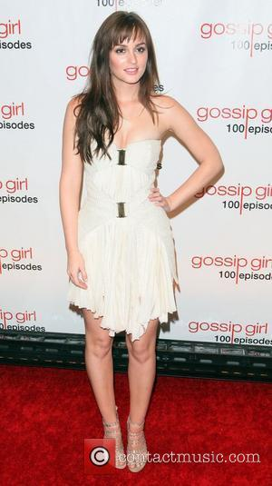 Gossip Girl 100th Episode Shocks With Wedding Drama And The Gossip Girl Unveiled