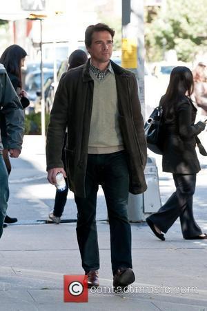Matthew Settle  on location for 'Gossip Girl' in Manhattan's Upper East Side  New York City, USA - 25.10.11