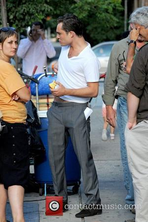 Ed Westwick eating an apple on the set of 'Gossip Girl' in Queens New York City, USA - 14.07.11