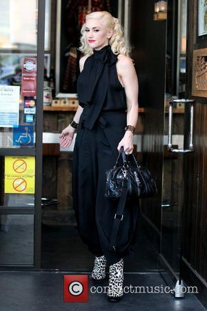 Gwen Stefani leaving Robata Jinya Japanese restaurant after having dinner with her family Los Angeles, California - 04.04.11