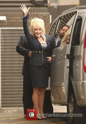 Dolly Parton Mortified By Wig Mishap