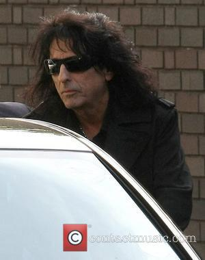 Alice Cooper: 'Legalise Drugs And Ban Booze'