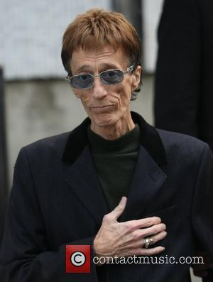 Sick Robin Gibb Appears Frail On U.k. Tv