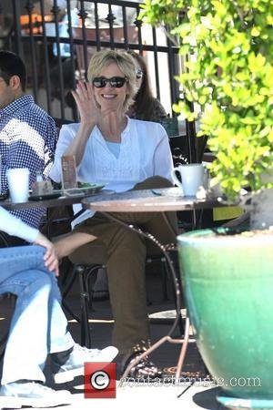 Jane Lynch Battles Hearing Disability