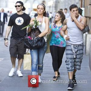 Vinny Guadagnino, Jenni Farley aka JWoww, Deena Nicole Cortese and Ronnie Ortiz-Magro 'Jersey Shore ' cast members shopping for clothes...