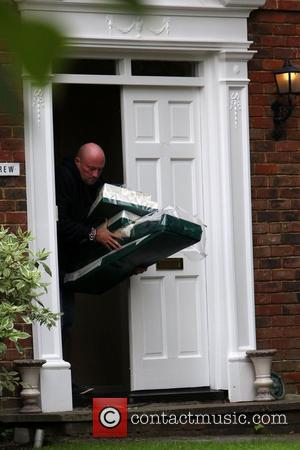 Flowers and other items are removed from Jessie Wallace's house after she called off her wedding on Monday London, England...