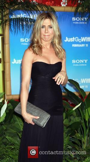 Aniston Hunting For Home In New York