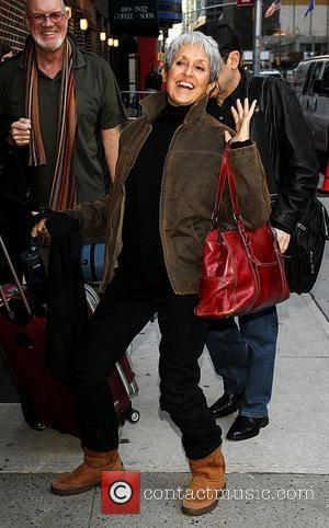 Joan Baez Calls For Russian Punk Stars' Freedom