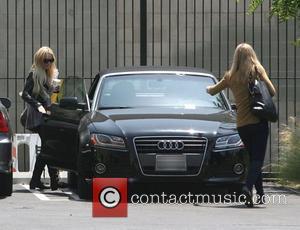 Lindsay Lohan Gets Probation For Theft Charge, Must Serve Jail Time For Parole Violation
