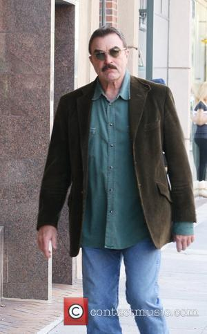 Tom Selleck outside the Bedford Medical building in Beverly Hills Beverly Hills, California - 21.11.11