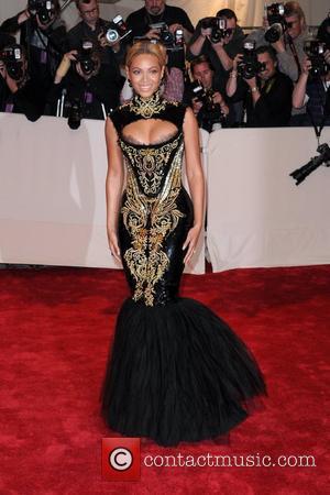 Beyonce Knowles, Salma Hayek