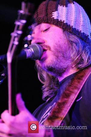 Badly Drawn Boy Loses Temper At Gig
