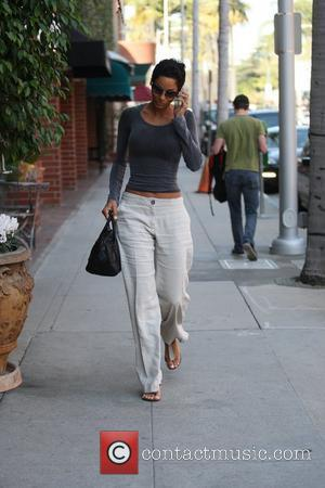Nicole Murphy arriving at a nail salon in Beverly Hills. Los Angeles, California - 25.01.11