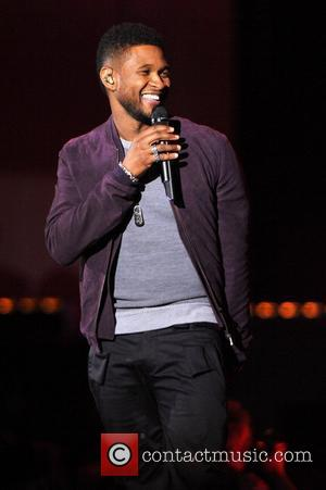 Usher Avoids Embarrassing Fly Malfunction