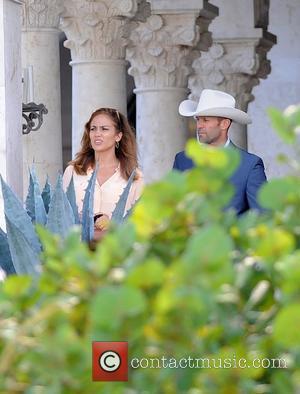 Jennifer Lopez and Jason Statham on the set of 'Parker' Delray Beach, Florida - 23.09.11