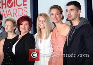 Actress Elisha Cuthbert, TV personality Sharon Osbourne, actors Julianne Hough, Kaley Cuoco, and singer Joe Jonas People's Choice Awards 2012...