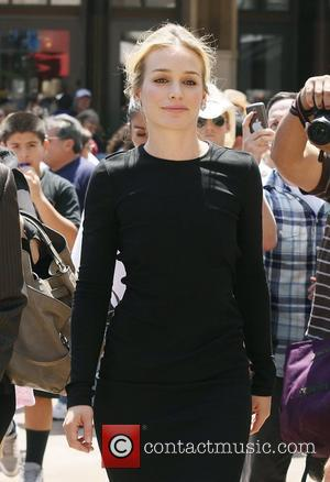 Piper Perabo at The Grove for the entertainment television news programme 'Extra'  West Hollywood, California - 28.07.11