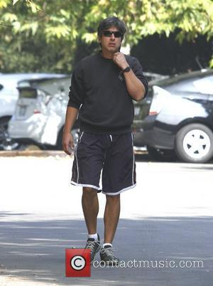 Ray Romano taking a hike in Nichols Canyon Los Angeles, California - 21.10.11