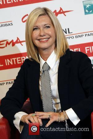 Olivia Newton-John Cancels Las Vegas Dates, Upon Learning Of Sister's Cancer