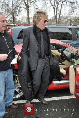Rod Stewart  returns to the Dorchester hotel after shopping in central London. London, England - 11.02.11