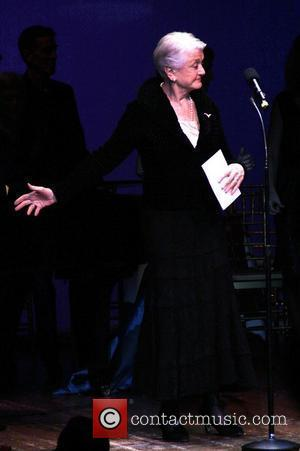 Lansbury Longs To Perform At London Theatre