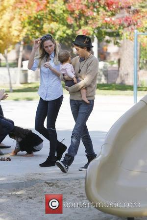 Samantha Ronson and friends spend the day at Coldwater Park Los Angeles, California - 17.11.11