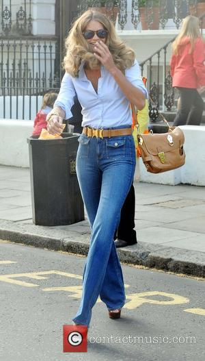 Elle Macpherson after dropping her son Aurelius off at school London, England - 27.04.11
