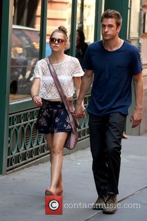 Teresa Palmer and Scott Speedman Scott Speedman takes a stroll through Soho with his girlfriend New York City, USA -...