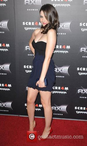 Alison Brie World Premiere of 'Scream 4' held at Grauman's Chinese Theatre - Arrivals Los Angeles, California - 11.04.11