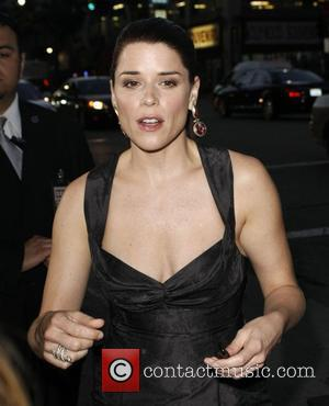 Neve Campbell World Premiere of 'Scream 4' held at Grauman's Chinese Theatre - Outside Arrivals Los Angeles, California - 11.04.11