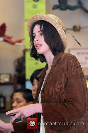 Charlotte Kemp  shopping at Urth Cafe and Bodhi Tree Bookstore on Melrose Avenue. Los Angeles, California - 24.01.11