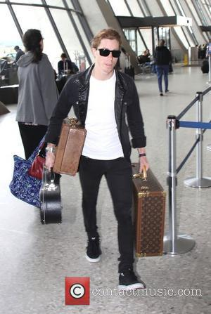 Skateboarding champion Shaun White with his cases at the airport to take a flight out of Washington DC Washington DC,...