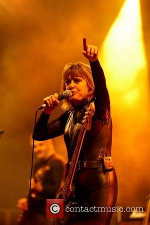Suzi Quatro Cancels Detroit Gala Show After Falling From A Plane