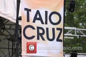 Atmosphere and Taio Cruz