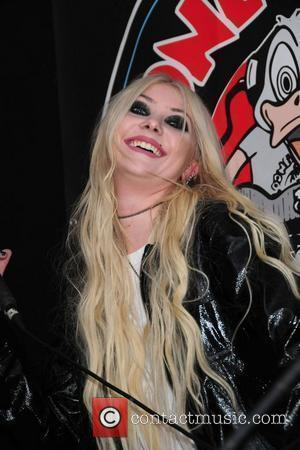 Taylor Momsen, Babylon and Looney Tunes
