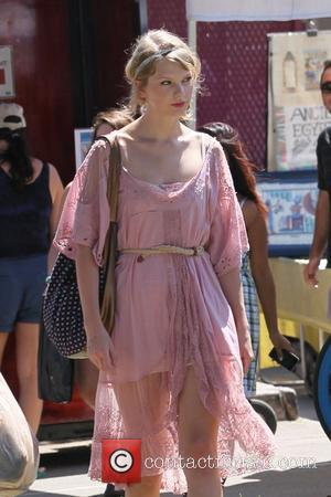 Taylor Swift is seen leaving Melrose and Fairfax flea market  Los Angeles, California - 28.08.11
