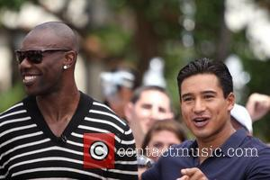 Terrell Owens is seen taping a segment for 'Extra' with Mario Lopez at The Grove Los Angeles, California - 17.08.11