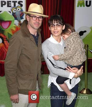 Jason Lee and family  The premiere of Walt Disney Pictures' 'The Muppets' at the El Capitan Theatre - Arrivals...