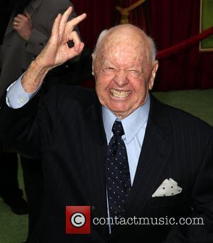 Mickey Rooney Suffers Staircase Fall At Home