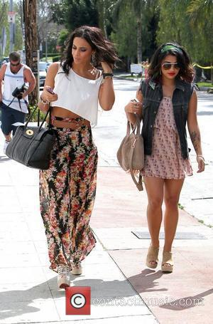 Rochelle Wiseman and Vanessa White