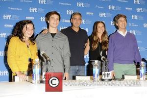Amara Miller, Alexander Payne, George Clooney, Nick Krause and Shailene Woodley