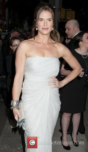 Brooke Shields Messes Up Lines At Tony Awards