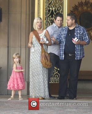 Tori Spelling and daughter Stella McDermott outside their hotel Los Angeles, California - 23.07.11