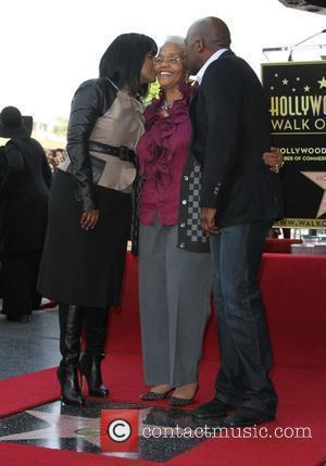 Delores Winans, CeCe Winans and BeBe Winans BeBe Winans and CeCe Winans are honoured on the Hollywood Walk of Fame...