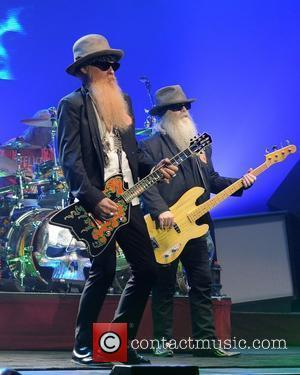 Slash Stunned By Billy Gibbons' Guitar Gift