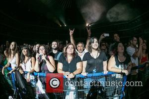 Fans and Gavin Rossdale