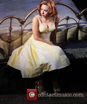 Scarlett Johansson, Cat On A Hot Tin Roof