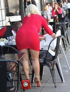 Coco Austin prepares to have lunch at Jones on Third Hollywood, California - 09.02.12