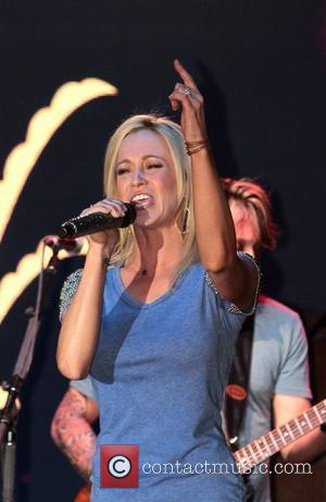 Pickler Shaves Head: Country Star Gets Buzz Cut For Breast Cancer